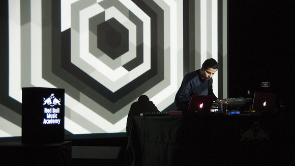 Seretan - Experimental Electronic Live Act in Istanbul