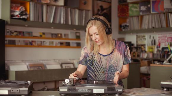 Coline - Techno Techhouse Dubtechno Lounge DJ in Dresden