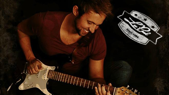 Lee Paul - Singer/Songwriter Acoustic Pop Crossover New Country Live Act in Gateshead