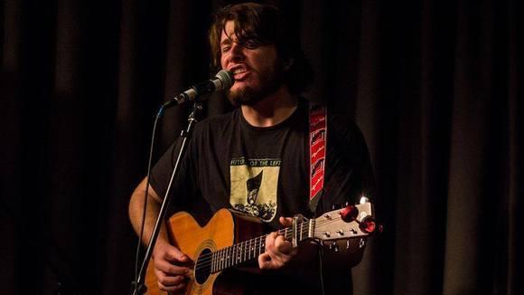 Robin Joynson - Singer/Songwriter Emo Folk-Punk Acoustic Pop Punk Live Act in Cardiff