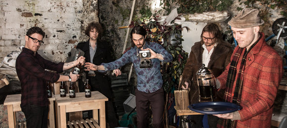 Sinderins - Alternative Folk Vocal Atmospheric Modern Folk Live Act in Dundee
