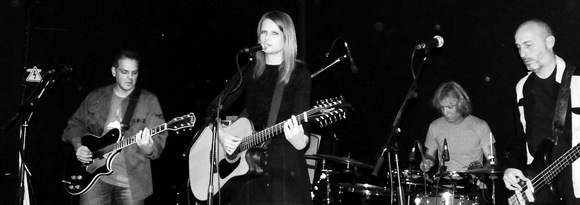 ConstanceWolter - Indie Singer/Songwriter Rock Dream Pop Live Act in Thessaloniki