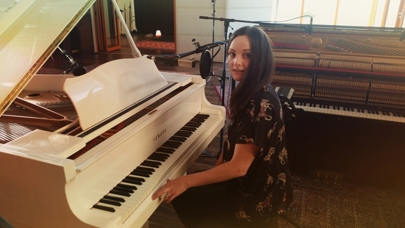SARAMAI - Baroque Pop Folk Melodic Dream Pop Indie Live Act in Navan