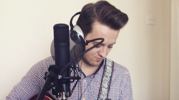 Olly Thornton - Acoustic Singer/Songwriter Indiepop Indie Live Act in Cheshire