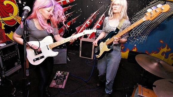 Leggy - Dream Pop Indiepop Punk Garage Rock Indie Live Act in Cincinnati, Ohio