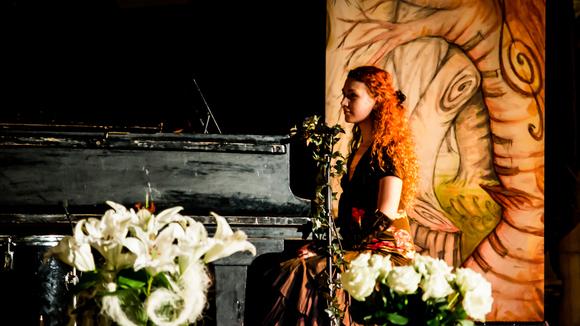 Saeldes Sanc - Neo-Folk Romantik Noir Piano Pop-noir Live Act in Leipzig