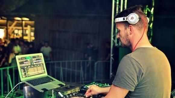 DJ ChrisR - House Techno Electro DJ in Stockheim