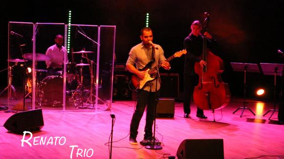 Renato Assis - Latin Pop Jazz Worldmusic Brazilian Jazz Live Act in Orebro