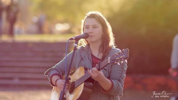 Marina Pavlova - Folk Pop Folk Singer/Songwriter Jazz Melodic Live Act in Berlin
