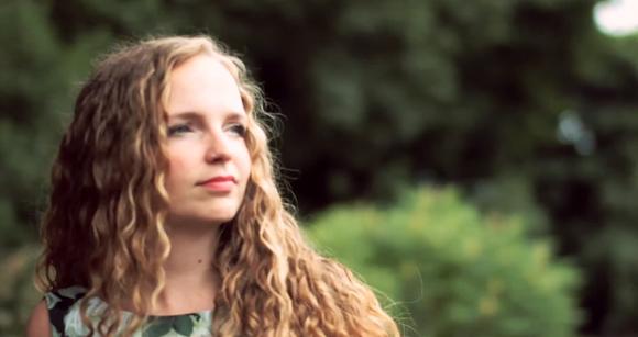 Chloe Reynolds - Singer/Songwriter Live Act in Sheffield
