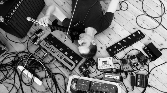 Gee and the Plastic Strings - Live-Looping Postrock Ambient Improvisation Progressive Rock Experimental Pop Live Act in Dortmund