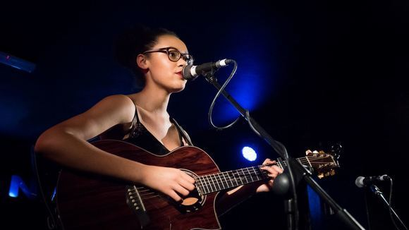 Lucy DK - Acoustic Pop Singer/Songwriter Soul Alternative Country Live Act in Loughborough
