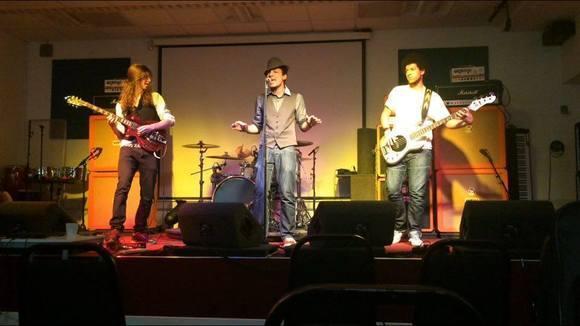 Elemental and The Waves - Rap Pop Rhythm & Blues (R&B) Funk Rock Live Act in Brighton