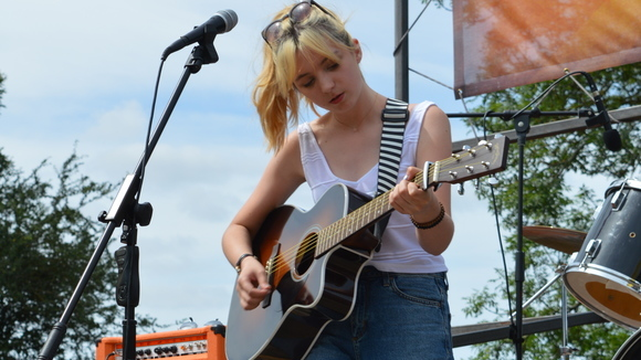 Beth Atkinson - Indie Britpop Live Act in Bracknell