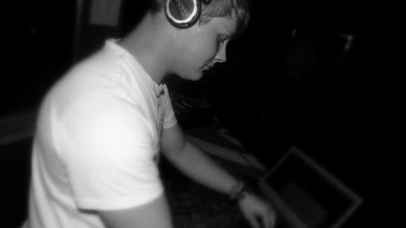 DJ@nnek - House Techhouse Minimal House Electro edm DJ in Malchin