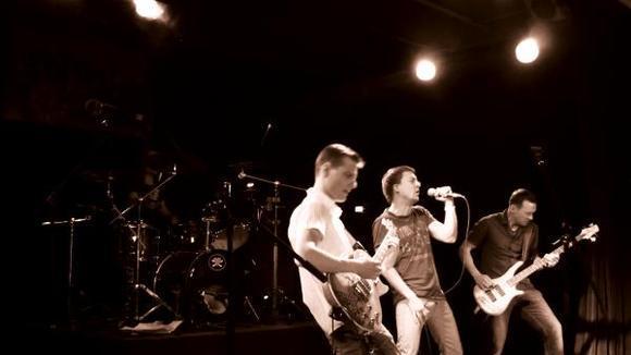 DISTANZ - Rock Live Act in Dresden