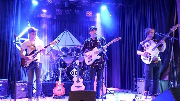NEON DIAMOND - Indiepop Rock Live Act in Berg