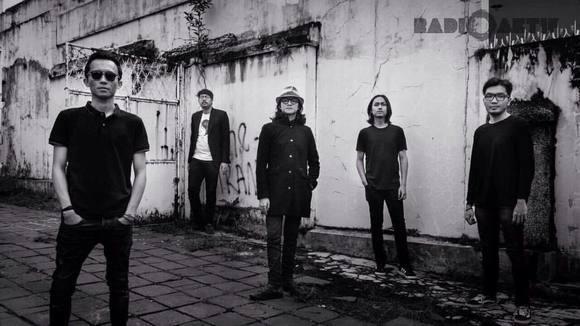 Radioaktifmusic - Alternative Rock Grunge Pop Garage Rock Indie Live Act in Bandung