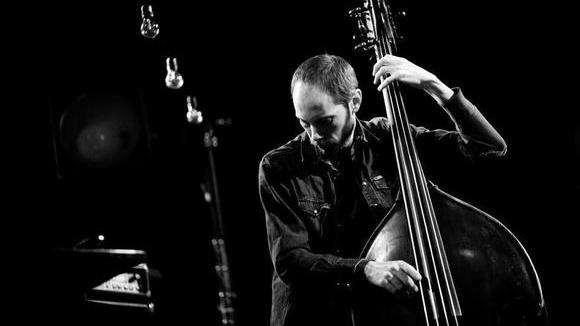 Miles Perkin - Bass Acoustic Experimental Melodic Avantgarde Live Act in Berlin