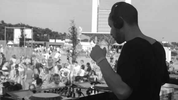 Adrian Barron - Hip Hop House Charts Latin DJ in Mannheim