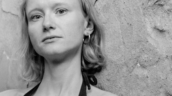 Esther Schwarzrock - Singer/Songwriter Folk Worldmusic Live Act in Berlin