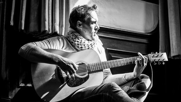 Gavin Mart - Singer/Songwriter Alternative Acoustic Pop Melodic Folk Pop Live Act in Llandudno