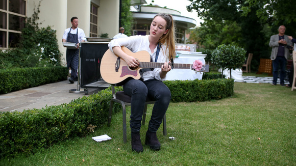 Charlotte Lynch - Singer/Songwriter Folk Acoustic Pop Melodic Live Act in Liverpool