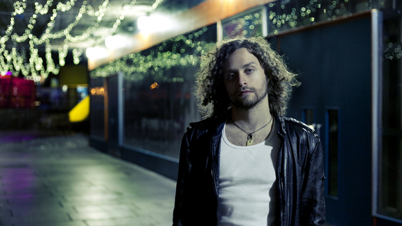 ALAN BONNER - Singer/Songwriter Alternative Folk Indie Live Act in London