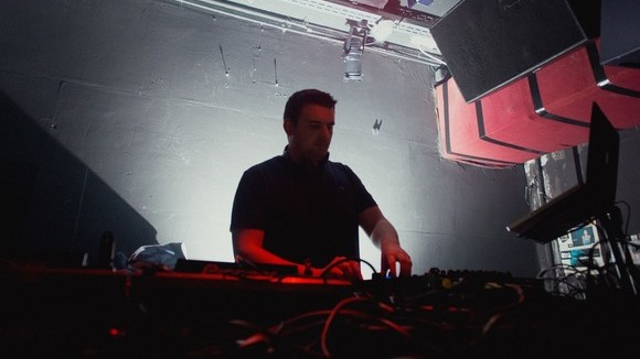 DJ Tobi Schagen - Dance House Charts Party Black & Soul DJ in Essen