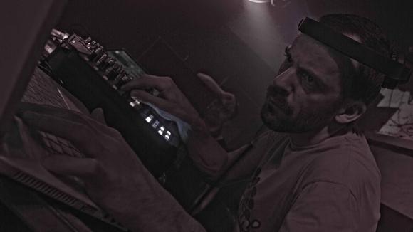 Floh Baerlin - Techno Electronic Music DJ in Dresden