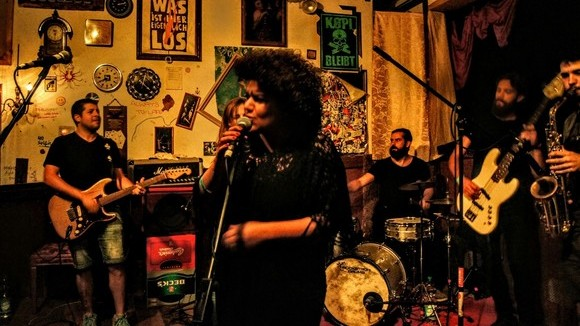 Gülina - Blues Liveact  Avantgarde Pop Singer/Songwriter Pop Funk Jazz Balkanbeats Soul Live Act in Berlin