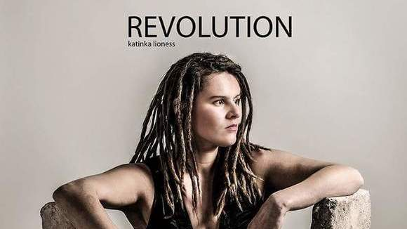 Katinka Lioness - Singer/Songwriter Urban Folk Acoustic Reggae Roots Reggae Live Act in Berlin