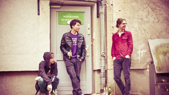 TINY WHITE RADIO - Alternative Garage Rock Indie Live Act in Berlin