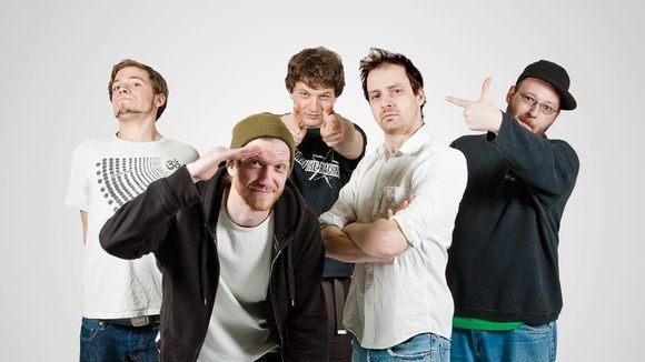 Die zickenden Tightbomben - Alternative Rap Rock Live Act in Moosburg