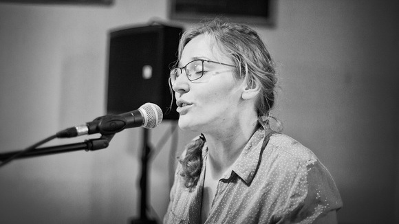 friederike. - Singer/Songwriter Liedermacher Soul Piano Deutsche Texte Live Act in Erfurt