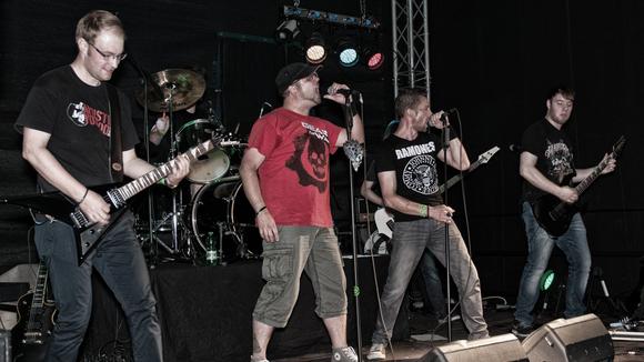 Falling Bricks - Alternative Rock Melodic Live Act in Bielefeld