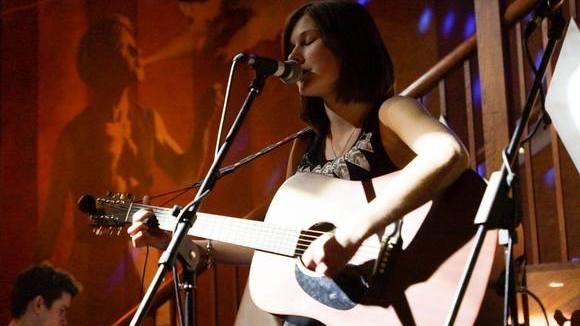 Amy Jane Bennett - Singer/Songwriter Acoustic Live Act in London