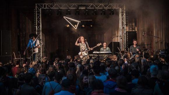 Asta Wohnzimmer Lüneburg, kota connection | rock live act from lüneburg | gigmit, Design ideen