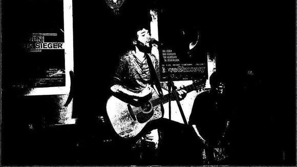 Dominik Uhl - Songwriter Singer/Songwriter Pop Folk Pop Live Act in Tübingen