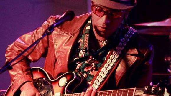 Chaek - Blues Rock Worldmusic Groove Antifolk Live Act in Paris