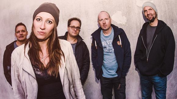 RoxYgene - Eigene Songs Singer/Songwriter Pop Rock Melodic Live Act in Biberach