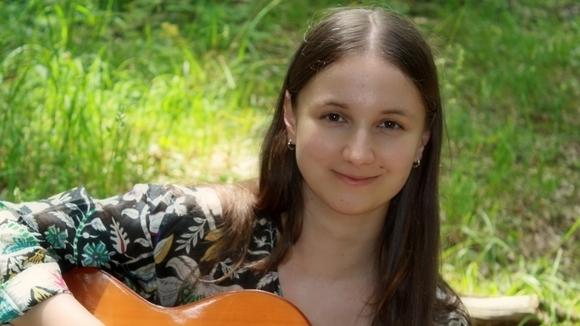 DANA TUPINAMBÁ - Singer/Songwriter Folk Worldmusic Indie Live Act in Vienna