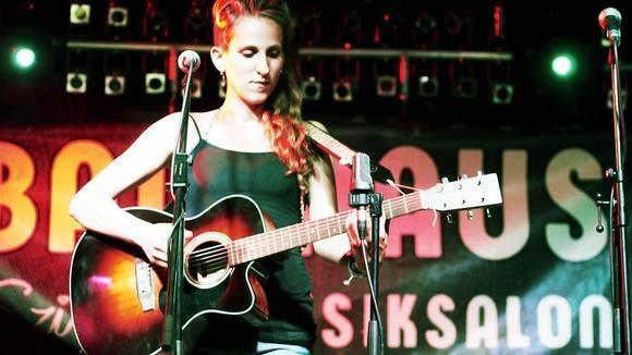 Mädchen aus Berlin - Singer/Songwriter Live Act in Berlin