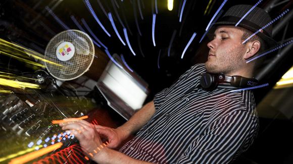 DJ B-STYLE - Electropop Funk Soul R&B DJ in Berlin