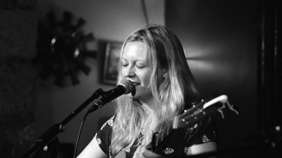 Sadie Fleming - Singer/Songwriter Live Act in Bristol