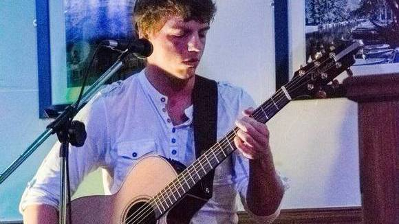 Shaun Brussels - Singer/Songwriter Acoustic Live Act in St helens