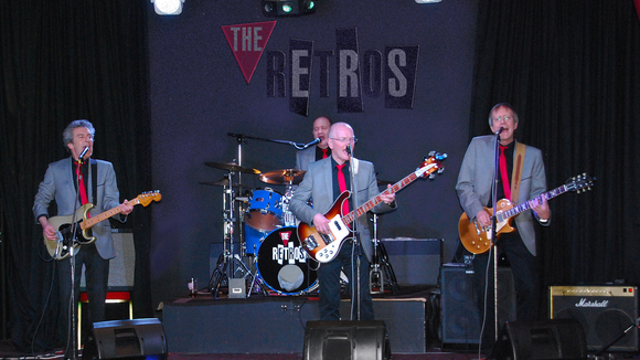 The Retros - Rock Punk Britpop Rock Cover Live Act in Chipping Norton
