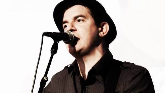 Ronan MacManus - Rock Blues Rock Singer/Songwriter Live Act in London