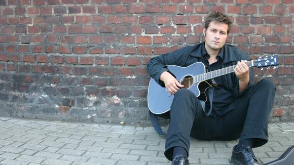 Isermann - Singer/Songwriter Alternative Pop Live Act in Leverkusen